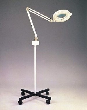 Magnifying Lamp with mobile base